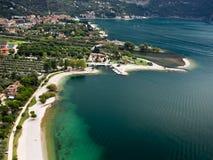 Het Meer Garda Italië van de Toevlucht van de Sporten van het water Stock Afbeelding