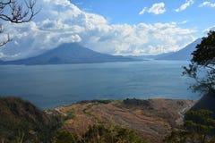 Het Meer Guatemala van panoramaatitlan royalty-vrije stock afbeelding