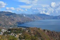 Het Meer Guatemala van panoramaatitlan stock foto