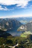 Het meer Hallstattersee van de berg Stock Fotografie