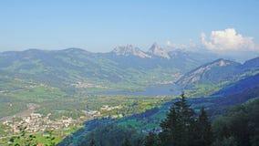 Het Meer Lauerz in de Schwyz-Alpen royalty-vrije stock foto's