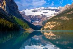 Het meer louise, ochtend Stock Foto's