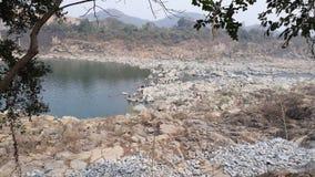 het meer natrue schoonheid van de landschapssteen Stock Afbeelding