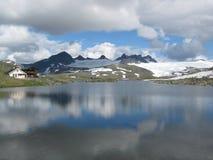 Het meer in Noorwegen Stock Afbeeldingen