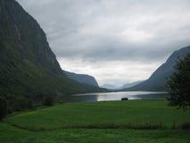 Het meer in Noorwegen Stock Afbeelding