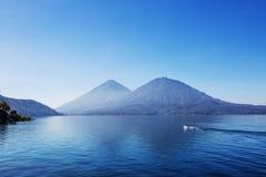 Het Meer van Atitlan Stock Afbeeldingen