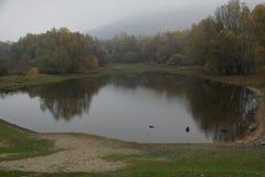 Het meer van Automn Stock Foto's