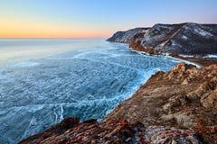 Het meer van Baikal in de winter stock afbeelding