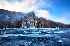 Het meer van Baikal in de winter stock foto