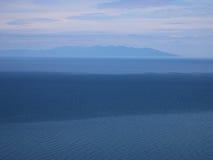 Het meer van Baikal, Rusland Open plekken Mening van de berg Het meer Baikal is het diepste meer in de Wereld Royalty-vrije Stock Fotografie