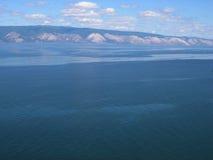 Het meer van Baikal, Rusland Open plekken Mening van de berg Het meer Baikal is het diepste meer in de Wereld Royalty-vrije Stock Foto