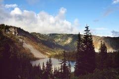 Het Meer van bergen Stock Afbeeldingen