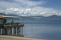 Het meer van Bracciano, Lazio, Italië Stock Fotografie