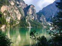 Het meer van Braies royalty-vrije stock afbeeldingen