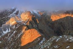 Het Meer van Caltun in bergen Fagaras Stock Foto's