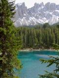 Het meer van Carezza Stock Afbeeldingen