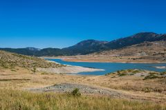 Het Meer van de Aooslentes in Metsovo in Epirus bergen van Pindus in noordelijk Griekenland royalty-vrije stock fotografie