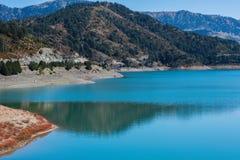 Het Meer van de Aooslentes in Metsovo in Epirus bergen van Pindus in noordelijk Griekenland royalty-vrije stock foto
