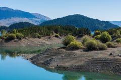 Het Meer van de Aooslentes in Metsovo in Epirus bergen van Pindus in noordelijk Griekenland stock afbeelding