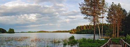 Het meer van de avond Stock Afbeeldingen