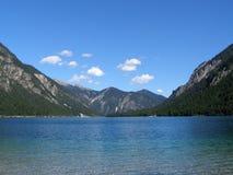 Het meer van de berg in de alpen Royalty-vrije Stock Afbeeldingen