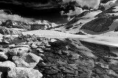 Het Meer van de berg in de Lente Royalty-vrije Stock Afbeeldingen