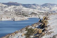 Het meer van de berg in de winterlandschap Royalty-vrije Stock Foto