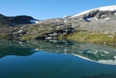 Het meer van de berg - Djupvatnet meer, Meer og Romsdal, Royalty-vrije Stock Foto