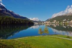 Het meer van de berg in St. Moritz, Zwitserland Stock Foto