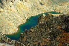 Het meer van de berg vanaf de bovenkant Stock Foto's