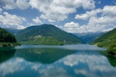 Het meer van de bezinning royalty-vrije stock foto