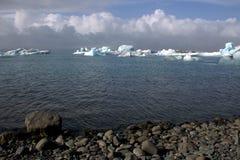 Het meer van de Jokulsarlongletsjer en icefloat op de rivier Royalty-vrije Stock Afbeelding