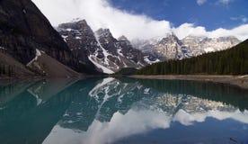 Het Meer van de morene in Banff Nationaal Park, Canada stock afbeeldingen