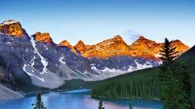 Het Meer van de morene, Nationaal Park Banff stock foto