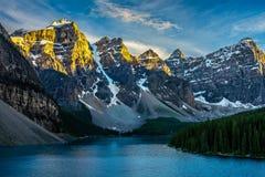 Het Meer van de morene in Nationaal Park Banff Stock Foto's