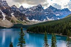 Het Meer van de morene in Nationaal Park Banff Royalty-vrije Stock Foto's