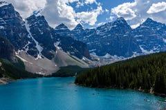 Het Meer van de morene in Nationaal Park Banff Royalty-vrije Stock Afbeeldingen