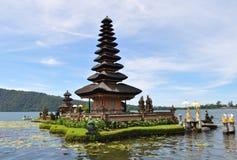 Het Meer van de tempelberatan van Ulundanu Stock Afbeelding