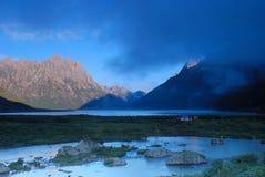 Het meer van de vroege ochtend Royalty-vrije Stock Fotografie