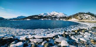 Het meer van de winternoorwegen Stock Afbeeldingen