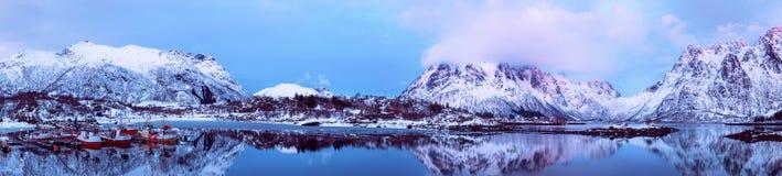 Het meer van de winternoorwegen Royalty-vrije Stock Afbeeldingen