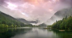 Het Meer van de zonsondergang Stock Afbeeldingen