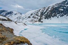 Het meer van Djupvatnet, Noorwegen Stock Afbeeldingen