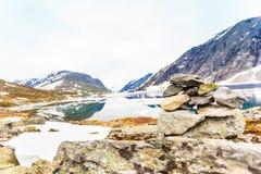 Het meer van Djupvatnet, Noorwegen Stock Foto's