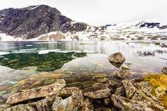 Het meer van Djupvatnet, Noorwegen Royalty-vrije Stock Foto's
