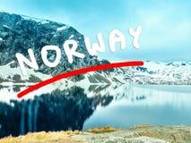 Het meer van Djupvatnet, Noorwegen Stock Foto