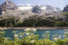 Het meer van Fedaia stock fotografie
