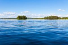 Het meer van Finland scape bij de zomer Royalty-vrije Stock Afbeeldingen