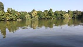 Het meer van Herastrau stock video