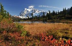 Het meer van het beeld en zet shuksan op royalty-vrije stock foto